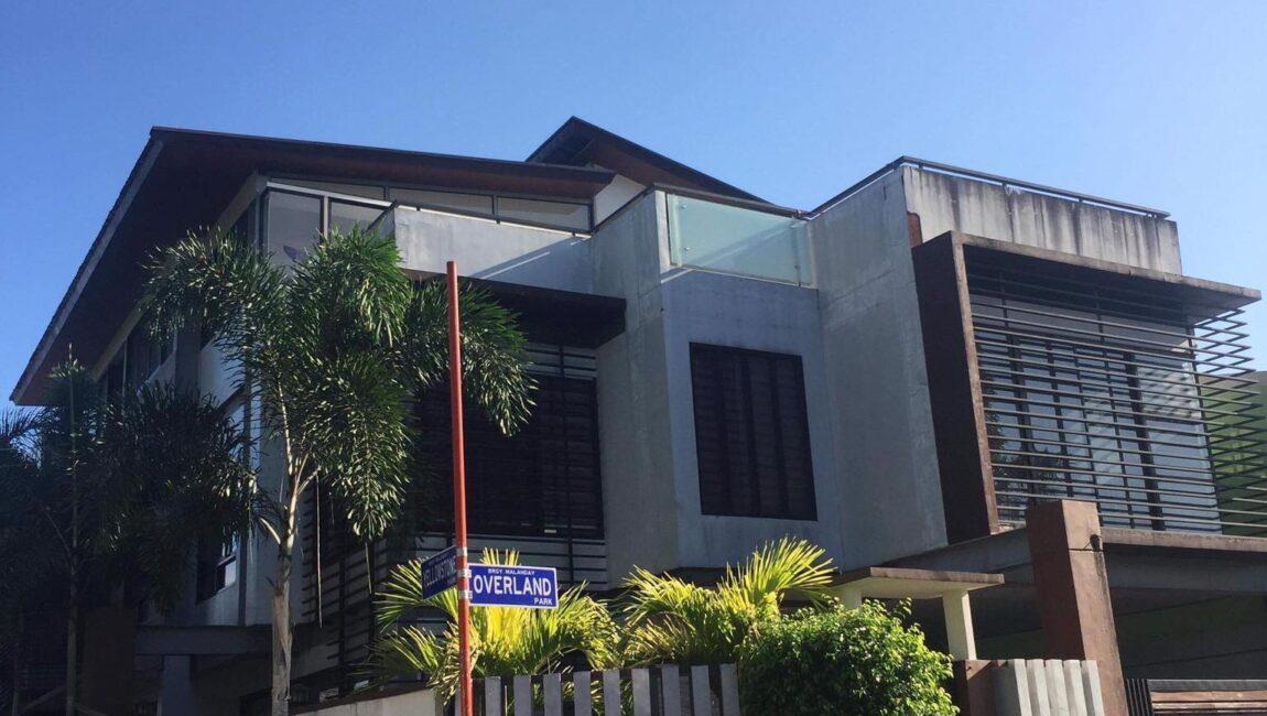 RUSH SALE:  3 -Storey Duplex House in Malanday, Marikina
