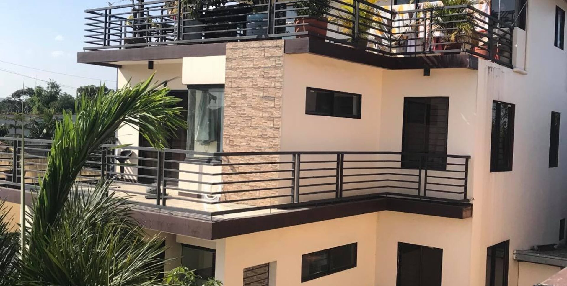 6BR house and lot in Project 8 Quezon City